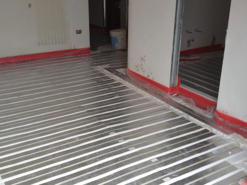 Sistema di riscaldamento radiante a pavimento di basso spessore